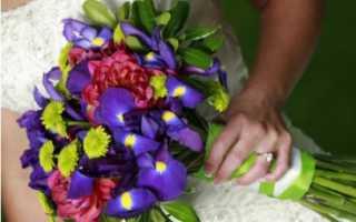 Свадебный букет из ирисов, роз и хризантем
