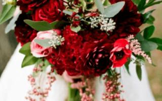 Красный свадебный букет, варианты дизайна
