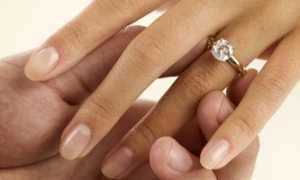 Можно ли носить кольца до свадьбы: приметы и поверья