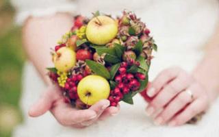 Букет невесты с ягодами, какой выбрать