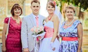 Очаровательные свадебные прически на средние волосы для невесты, подружки и мамы